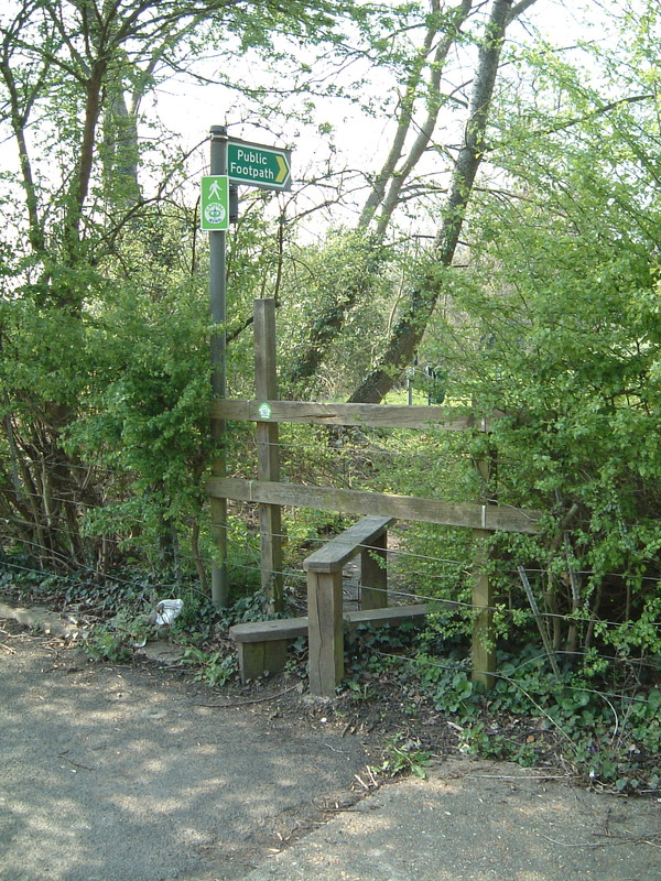 The only stile on the Capital Ring, onto the A404
